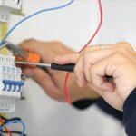 اعمال صيانة الكهرباء من المستضيف العربى فى الشارقة