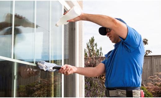 خطوات و نصائح لتنظيف واجهة المنزل الزجاج