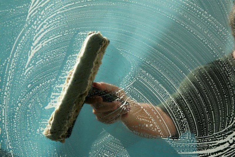 خدمات التنظيف للزجاج و الواجهات الزجاجية